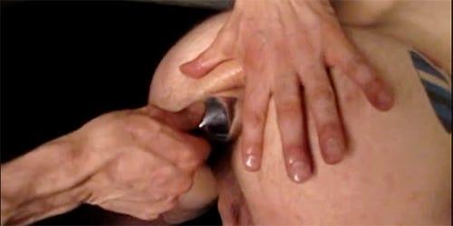 putting a butt plug in
